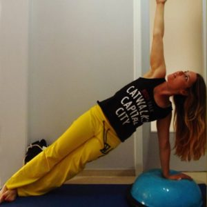 Ασκήσεις yoga σε μπάλα bosu για να γυμνάσεις όλο το σώμα σου!